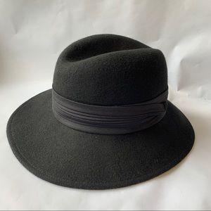Vintage // Black Wool Pleated Ribbon Fedora Hat
